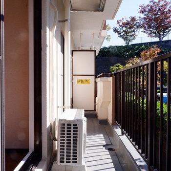 【6帖洋室】ゆったりバルコニーです。※写真は1階の似た間取り別部屋のものです