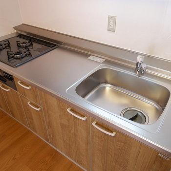 【LDK】料理の幅も広がるキッチンです。※写真は1階の似た間取り別部屋のものです