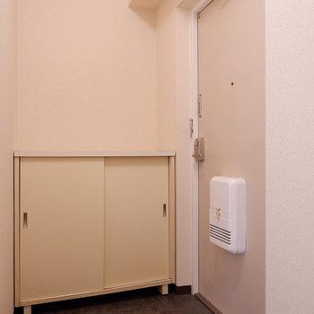玄関スペースもゆったりですね。※写真は1階の似た間取り別部屋のものです