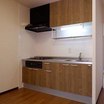 【LDK】キッチンスペースゆったりです。※写真は1階の似た間取り別部屋のものです