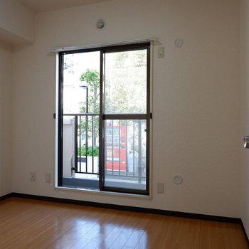 【4.6帖洋室】こちらは作業部屋などに。※写真は1階の似た間取り別部屋のものです