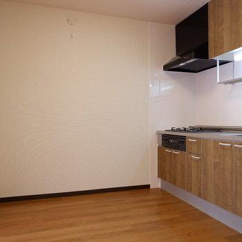 【LDK】サイズによってはダイニングも置けそうです。※写真は1階の似た間取り別部屋のものです