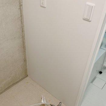 洗濯機置場は洗面台横。