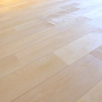 今回はバーチの無垢床です。
