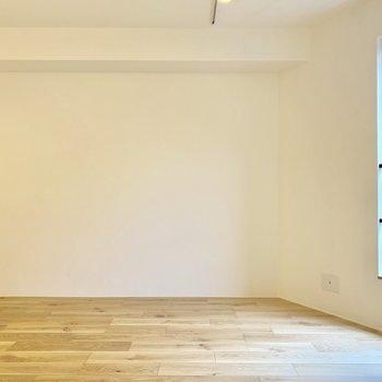 【LDK】ソファーとローテーブルが置けますね※写真は2階の同間取り別部屋のものです