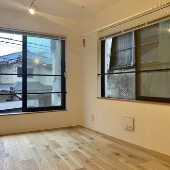 【LDK】2面採光で風通しも良い◯※写真は2階の同間取り別部屋のものです