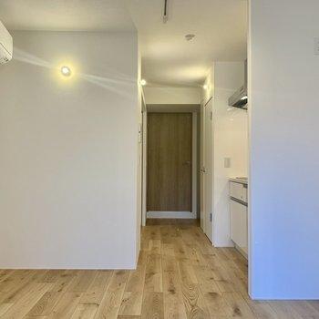 【LDK】シンプルだけど落ち着くなぁ※写真は2階の同間取り別部屋のものです