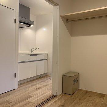 【寝室】開けると開放的〜※写真は2階の同間取り別部屋のものです