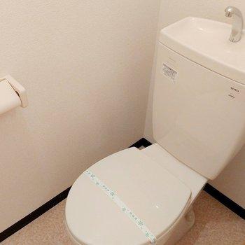 こちらはお手洗い(※写真は1階の同間取り別部屋のものです)