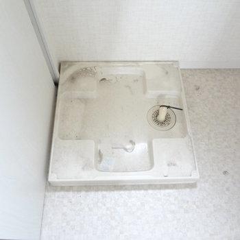 洗濯パンもありますよ。(※写真は2階の同間取り別部屋、清掃前のものです)