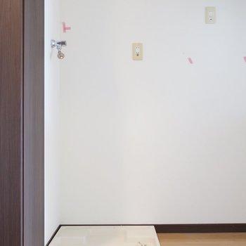 洗濯パンはキッチンのお隣に(※写真は11階の似た間取り別部屋、清掃前のものです)