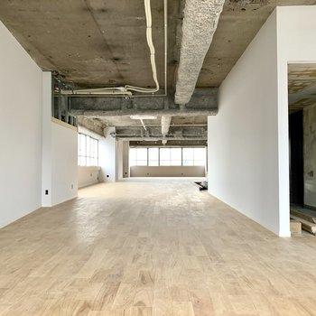 無垢床が気持ちいい!こちらはワンフロア貸しの階。(現在工事中)