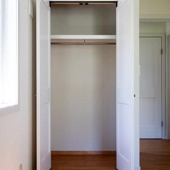 【洋室】こちらのお部屋にもクローゼットがあります。次に水回りを。※写真は通電前のものです