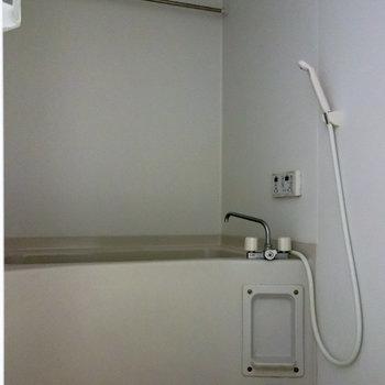 乾燥機付きの浴室。※写真は通電前のものです
