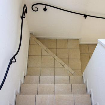 階段も広く、楽に家具が搬入できそうです。
