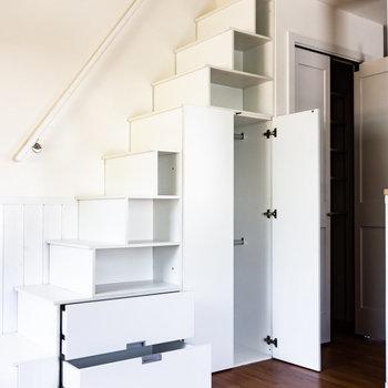 【LDK】次にロフトを。ちなみに、階段は収納を兼ねています。※写真は通電前のものです