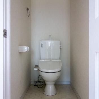 嬉しいウォシュレット付トイレ。※写真は通電前のものです