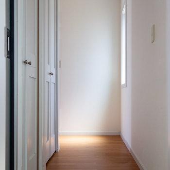 玄関も余裕のある造りです。※写真は通電前のものです