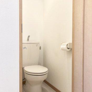 掃除用具などをしまう棚やラックなどを置くと良いかも※写真は5階の同間取り別部屋、清掃前のものです
