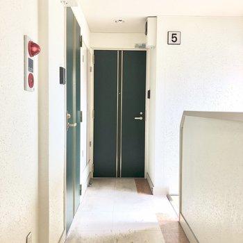 素敵な緑の玄関ドア