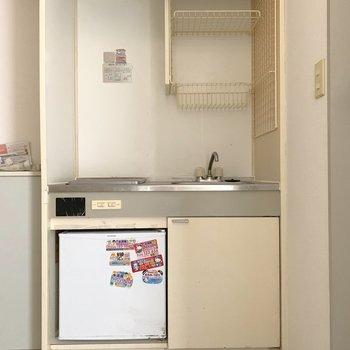 キッチンは上にも収納がついています※クリーニング・通電前です
