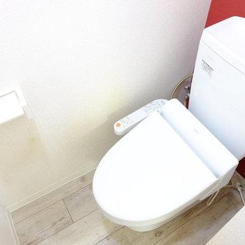 トイレにもアクセント!※クリーニング前の写真です。