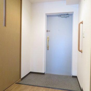 シューズボックスはありませんがかなり大きな玄関です(※写真は4階の同間取り別部屋のものです)