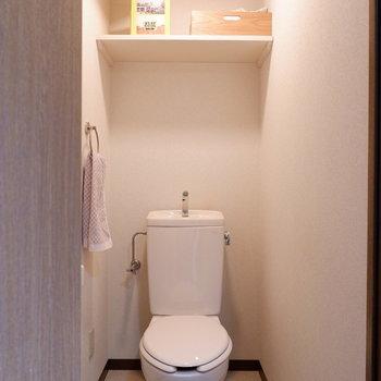 トイレは個室です。居心地良さそう・・・(※写真は4階の反転間取り別部屋のものです)