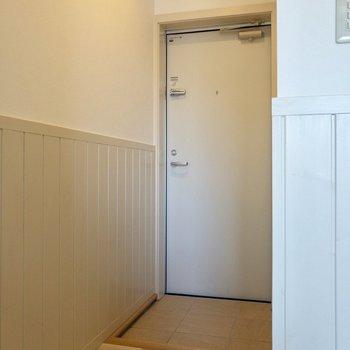 段差の少ない玄関。