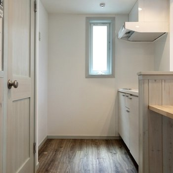 【居室】キッチンを見ていきましょう。