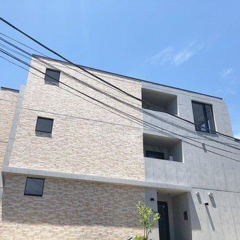 見る角度によって、別の建物に見えるんです。