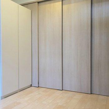 【下階】スライドドアを閉めてみるとこんな具合。