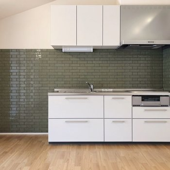 グリーンが落ち着いた印象のキッチン!