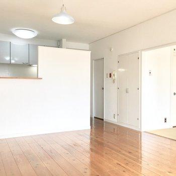 キッチンの家電が見えないからお部屋もスッキリと。