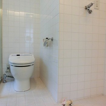 バストイレ同室ですが、オシャレですねー※写真は8階の同間取り別部屋のものです