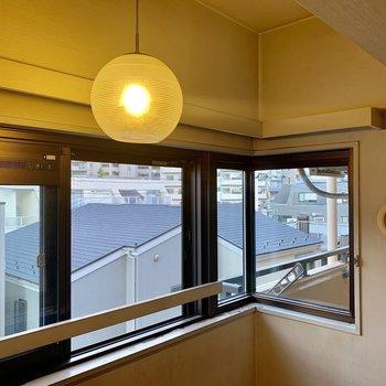 【工事前】窓が高い位置にあるので、棚も設置できそう。
