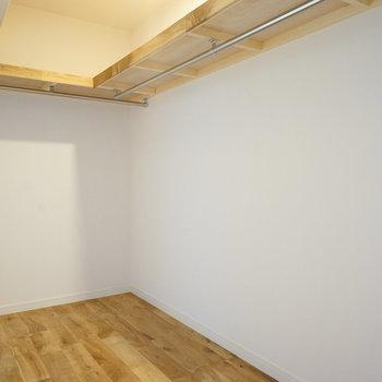 寝室にはWIC。収納には困らなそう。※写真はイメージです。