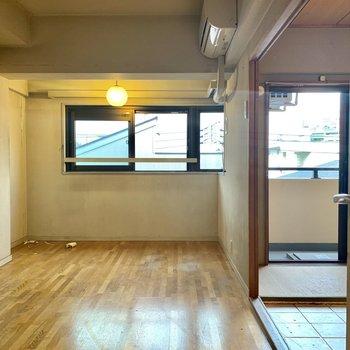 【工事前】お部屋の真ん中にキッチンが新設されます。窓際での食事は◎