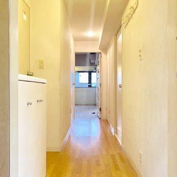 【工事前】玄関から無垢床が広がります。