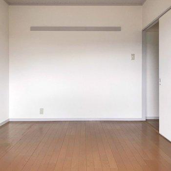 【洋室②】壁には写真を飾りたいな〜