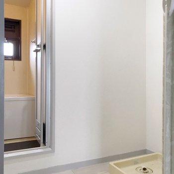 脱衣所。お風呂に窓があるんです!