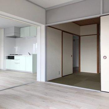 和室とも引き戸で仕切られているので、開けて広い空間としてもよし。