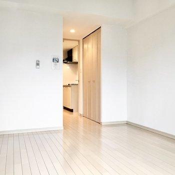 白ベースの清潔感ある空間。