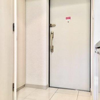 玄関はスッキリと。