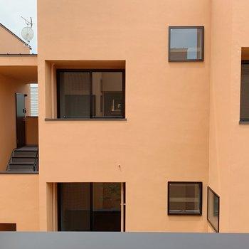 外観は同じ物件の建物。