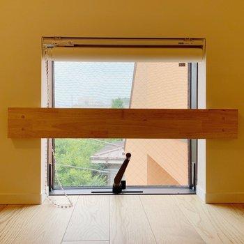 ロフトの窓。
