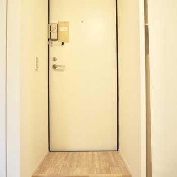 玄関マットを敷いて外履きと室内履きの境目をつくろう