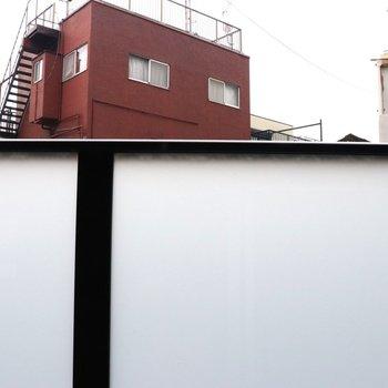 眺望は白い壁