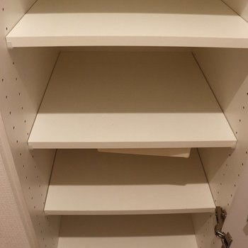 天井まであるシューズボックスにも