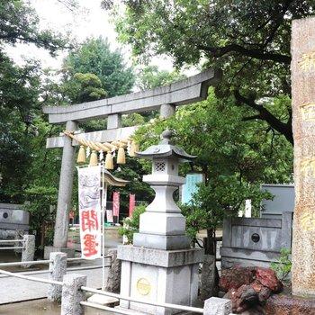 近くにある新田神社